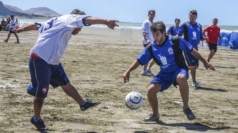 Un total de 14 equipos masculinos se inscribieron en el torneo.
