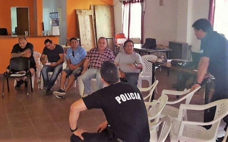 El encuentro con representantes de taxistas y remiseros fue convocado por la Unidad Regional Zona Norte de la Policía de Santa Cruz.