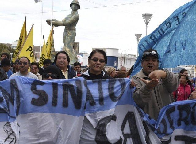 Los trabajadores municipales de planta permanente no levantan el paro hasta que se cubran los salarios de todas las categorías.