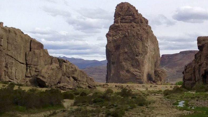Piedra Parada es un lugar ideal para los aventureros que se atreven a la escalada con ciertos riesgos.
