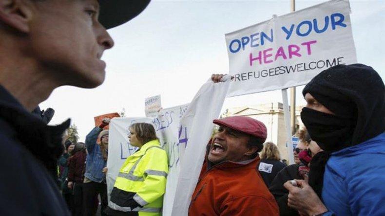 Varios refugiados y migrantes han sido detenidos a su llegada a Estados Unidos.