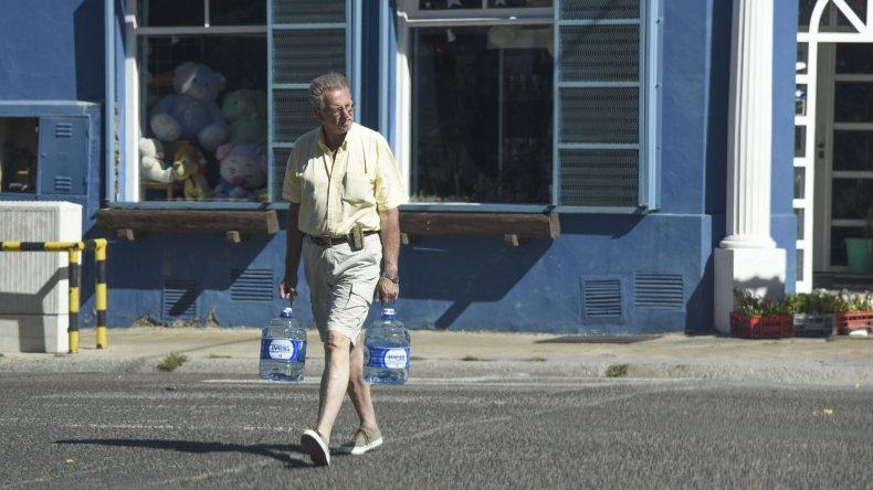 Vecinos de Comodoro volvieron a expresar su disgusto por el nuevo corte en el suministro de agua.