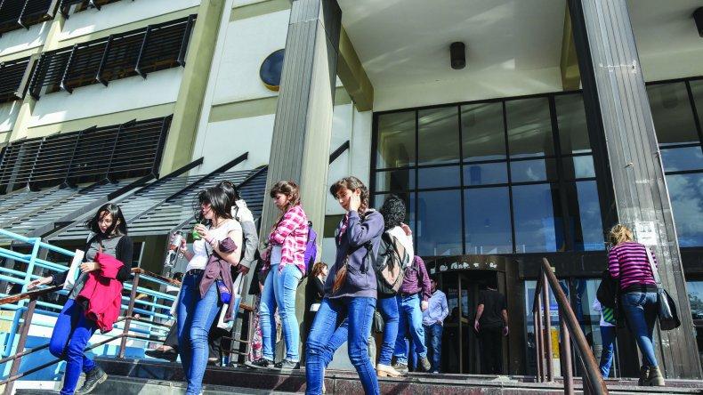 Hasta el 10 de marzo los estudiantes universitarios y terciarios pueden inscribirse para obtener becas.