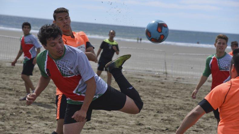 Torneo de fútbol playero en Rada Tilly