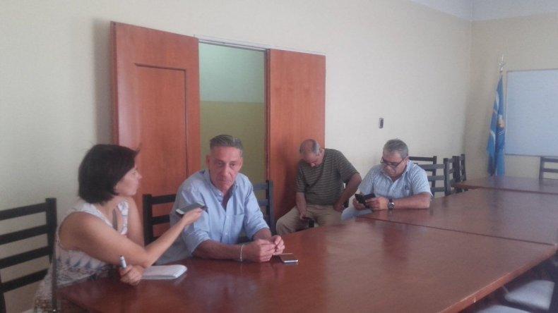 El vicegobernador se interiorizó sobre el crimen del remisero en la Unidad Regional.