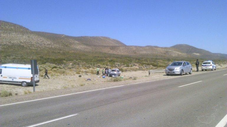 Un Fiat Palio Adventure quedó destrozado ayer tras volcar en el kilómetro 1812.