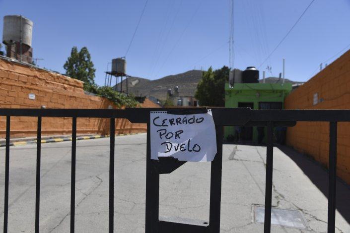 La puerta violentada de la remisería Aleisa. Hay dos detenidos que aparentemente fueron a buscar la evidencia que quedó en el DVR.