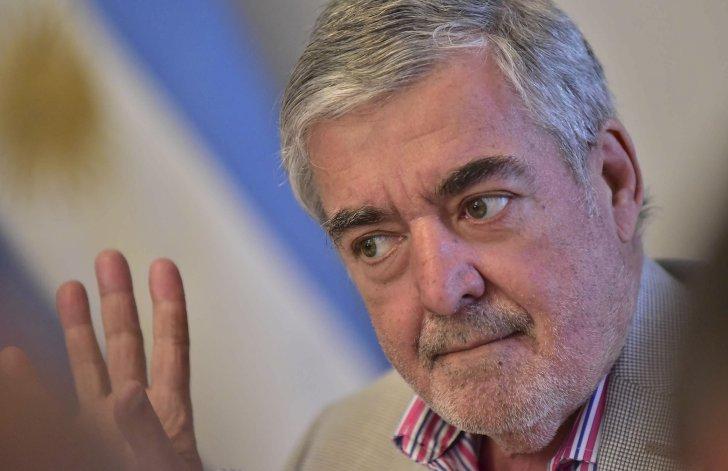 El gobernador Mario Das Neves repudió las declaraciones de Juan José Gómez Centurión y le pidió al Gobierno nacional que lo destituya como jefe de la Aduana.