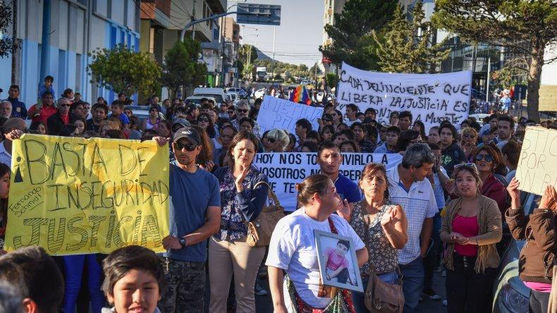 La manifestación en reclamo de seguridad y justicia fue una de las de mayor convocatoria de los últimos años en Comodoro Rivadavia.