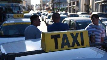 asaltaron a un taxista y le robaron hasta las zapatillas