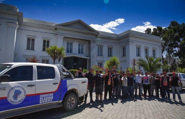 El reclamo de SP llegó ayer hasta las oficinas de YPF