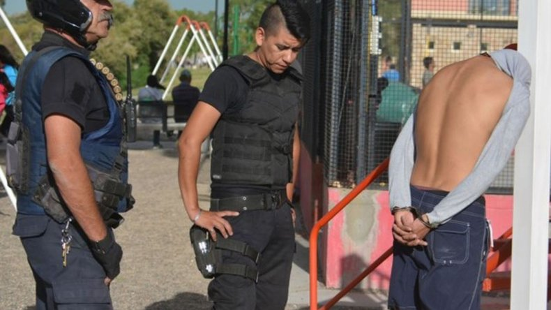 Detuvieron a un joven que robó 27 mil pesos a turistas
