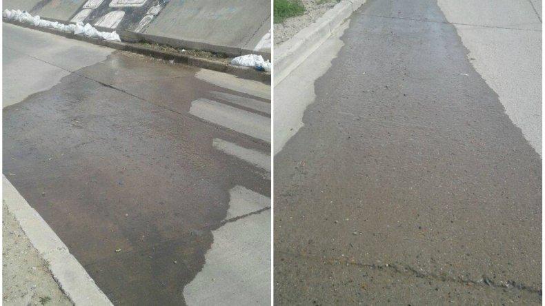 El agua corre por varias cuadras hace más de dos meses