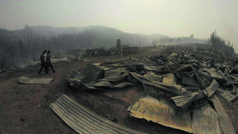 Chile continúa combatiendo incendios en sus bosques.