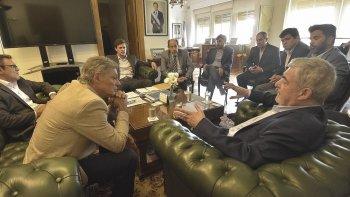 El gobernador se reunió ayer con el ministro de la Producción de Nación, Fernando Cabera, quien se comprometió a resolver los problemas de las textiles.