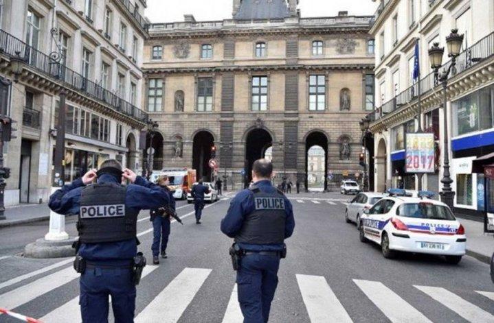 Un hombre atacó con un machete a un soldado en el museo del Louvre