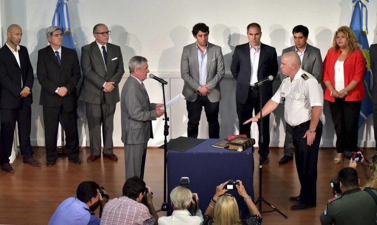 El gobernador Mario Das Neves puso ayer en funciones al comisario general retirado Luis Avilés como nuevo jefe de policía.