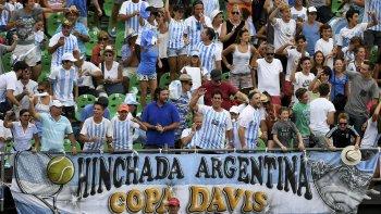 El público argentino alentó en todo momento, pero algunos insultaron al mejor tenista de italia.