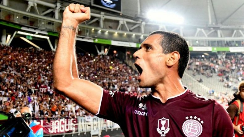 Lanús se quedó con la Supercopa Argentina tras golear a River