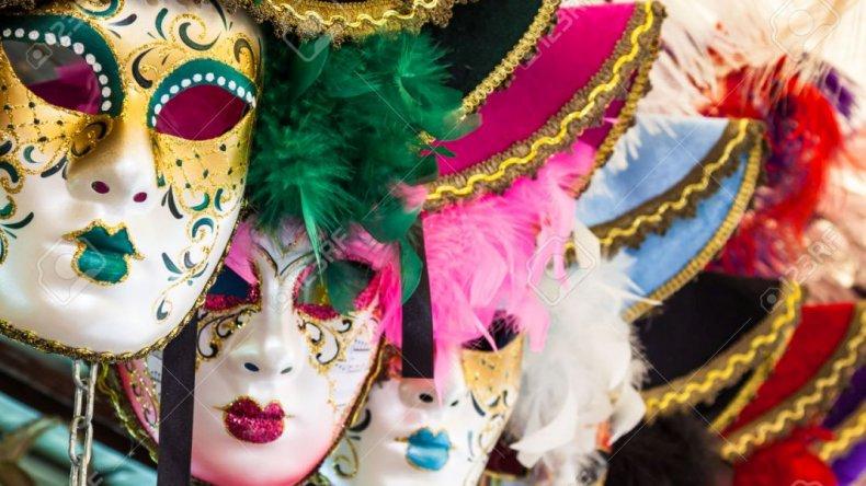 En el mes del carnaval, empezó la danza de las mascaritas
