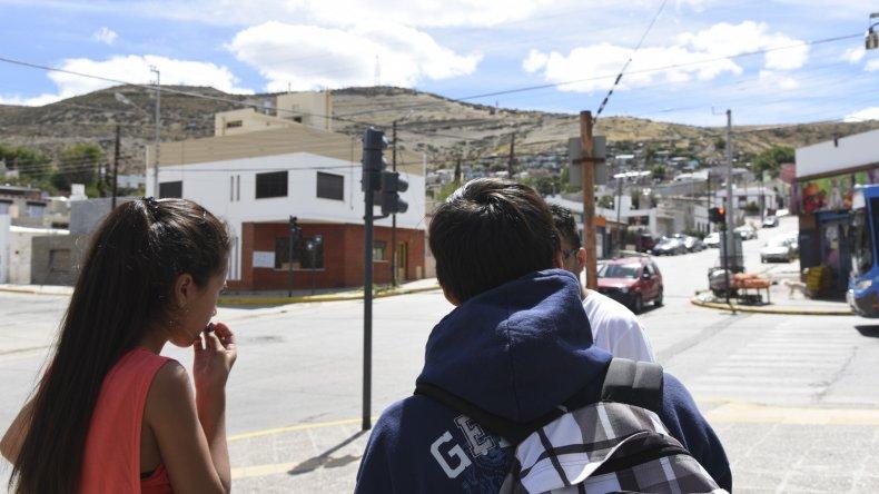 """Las víctimas del robo en la plaza """"Padre Joaquín""""."""