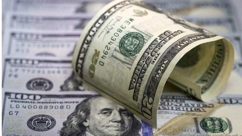 El dólar quiebra el piso de los $16