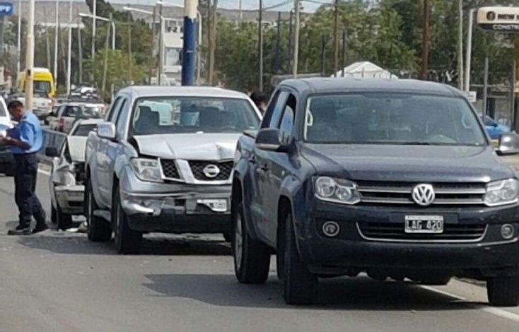 Un choque en cadena en el semáforo de ruta Nacional 3 y Constituyentes dejó como saldo dos heridos.