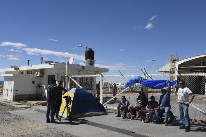 Luego de que bloquearon la playa de tanques de YPF en Km 3 y de Petrobras en Caleta Paula