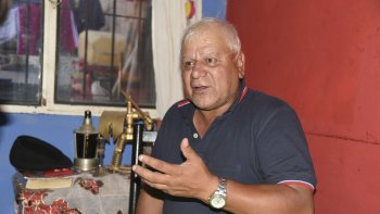 Omar Sáez reclama su jubilación. Solo le falta el reconocimiento de cinco meses.