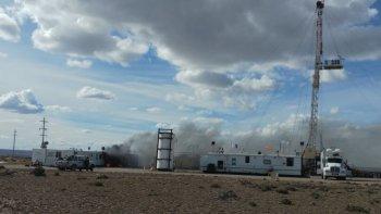 Susto en un yacimiento: se incendiaron dos tráileres