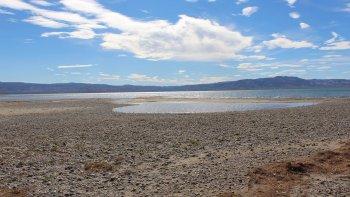 Los vecinos están preocupados por el lago Musters. En las últimas semanas, grandes zonas con arena pudieron verse en ese espejo de agua.