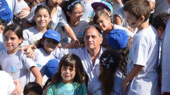 El intendente Carlos Linares encabezó el cierre de las colonias de vacaciones de verano.