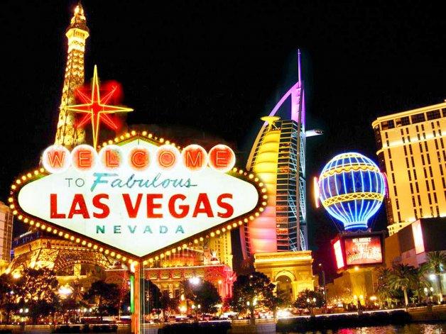 La ciudad se hizo conocida por su vibrante vida nocturna que atrae año a año a numerosos turistas.