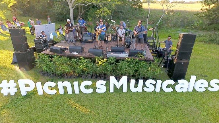 Kevin Johansen participó el pasado 6 de noviembre de un Picnic Musical e interpretó algunas de sus canciones.