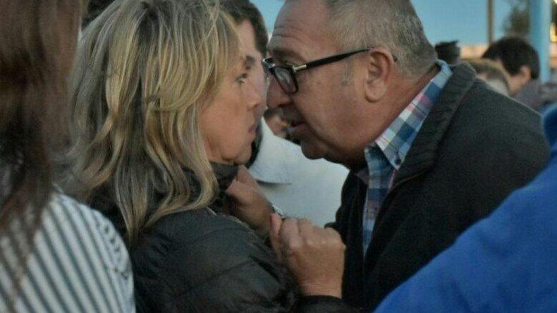 Guerra de tweets por una foto de un diputado y una intendente de Chubut