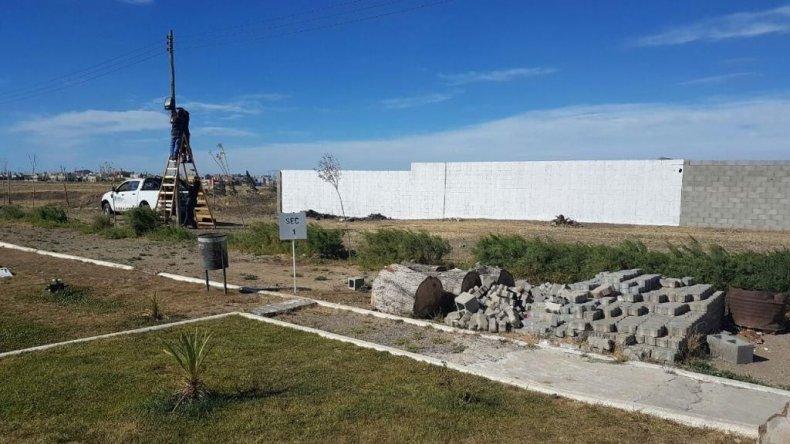 El cementerio de Km 9 con nueva luminaria