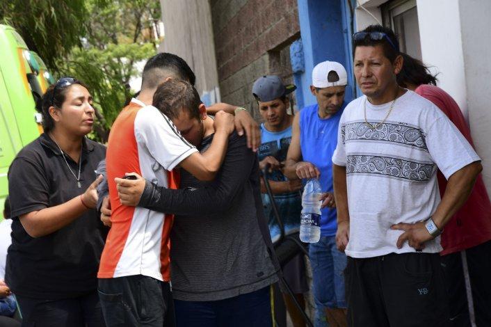 Familiares y amigos se mostraron consternados por la muerte de las jóvenes.