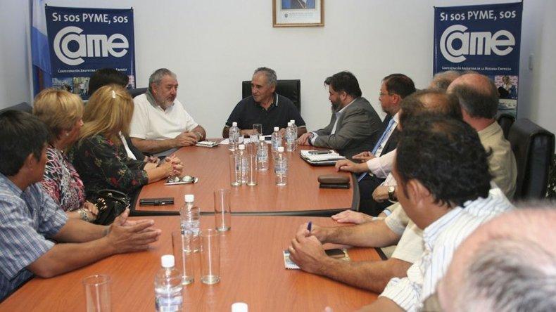 En el nuevo edificio de la Cámara de Comercio de Esquel sus autoridades recibieron al directorio del Banco Chubut.
