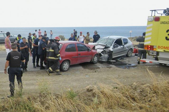 Un Peugeot 207 Compact chocó contra un Chevrolet Corsa en el camino Juan Domingo Perón. El impacto determinó que ambos conductores perdieran la vida.