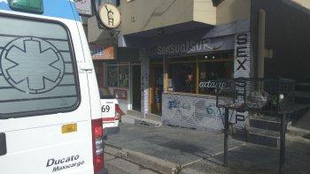 La empleada de la tienda Sensual Sur fue agredida ayer por un individuo que al final se fue sin comprar ropa interior femenina.