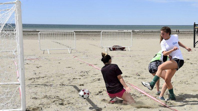 Las mujeres disputaron cuatro encuentros en la jornada de ayer.