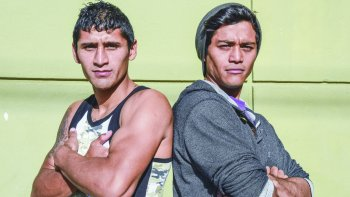 César Gato Antín y Carlos Santana, los dos profesionales locales que abren el año boxístico en la capital petrolera.