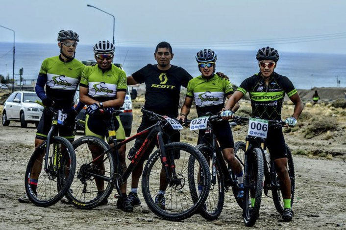 Gran parte del Team Sion que se impuso con autoridad en la vuelta de los molinos en Comodoro Rivadavia.