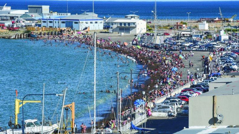 La comunidad disfrutó ayer de un autentico día de playa.