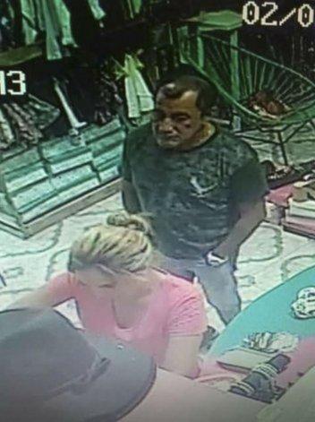 Escrachan a la Patoy al Chileno robando en un local del centro