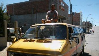 comodorense recorrera sudamerica en un motorhome del ano 84