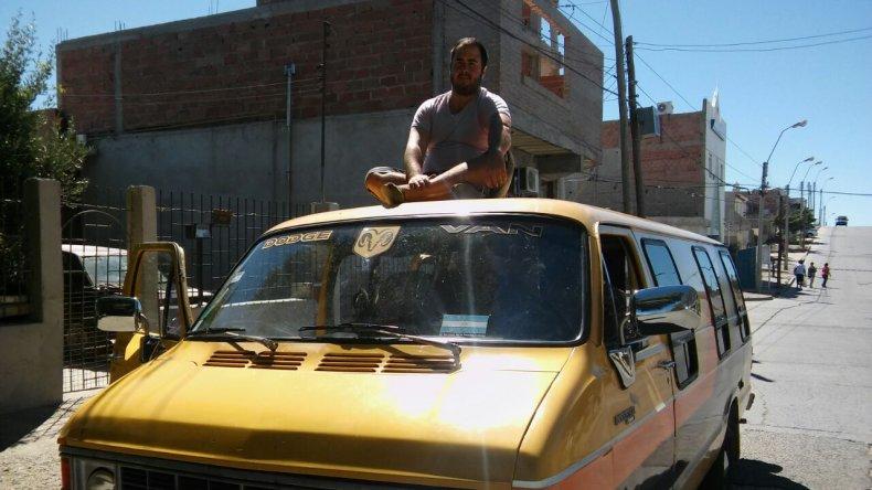Comodorense recorrerá Sudamérica en un motorhome del año 84