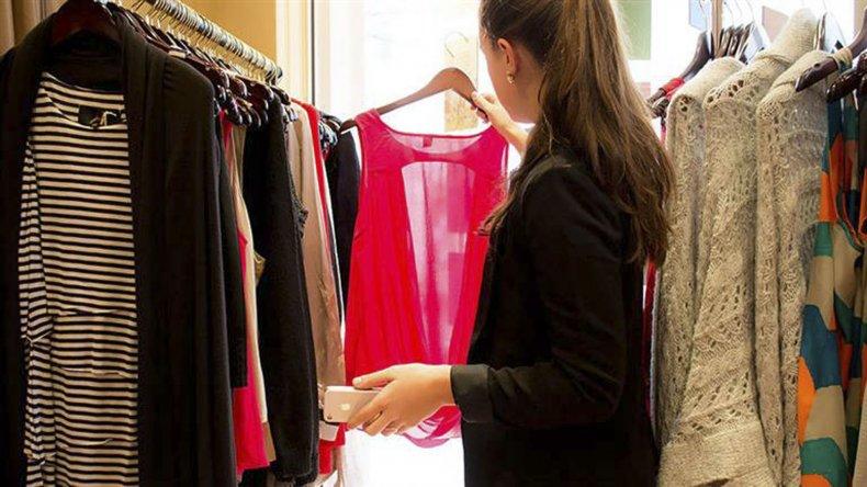 Retracción del consumo interno y apertura de importaciones golpean a la industria textil.