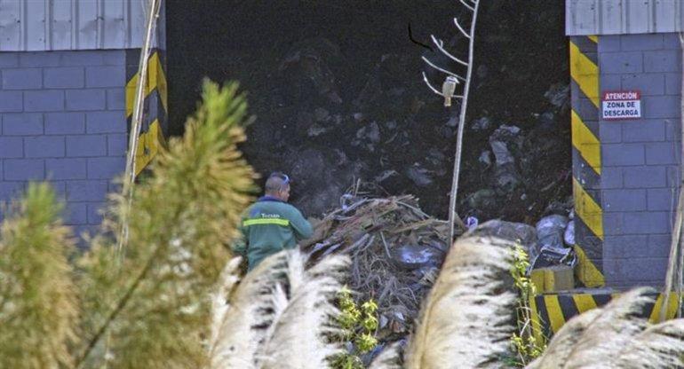El cuerpo mutilado de un hombre apareció en la sede de tratamiento de residuos de José León Suárez.