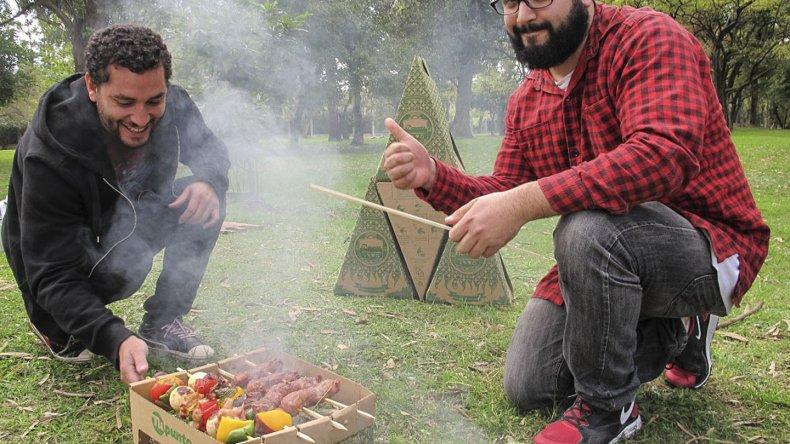 Un estudiante de la carrera de Diseño Industrial de la Universidad de La Plata creó la primera parrilla portátil.